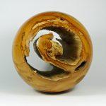 Kugel aus Kirschholz